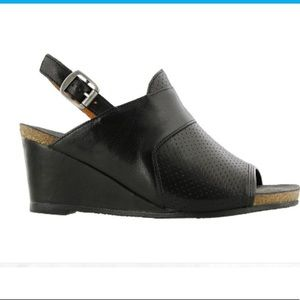 Taos black leather wedge perfereated 9.5 slingback